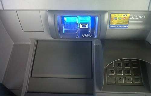 Melalui Mesin ATM BCA